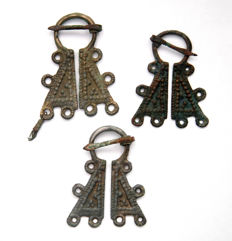 Very Fine Pair of 3 Viking Penannular Omega Brooches 5.5 cm x 4 cm (2), 5 cm x 4 cm.