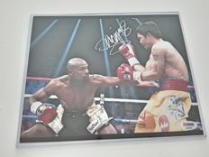 Photo hand-signed by Manny Pacquiao - 8 x 10 - Historic bout against Floyd Mayweather Jr - With a PSA/DNA certificate