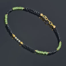 Spinel and Olivine bracelet with Diamonds 0.2 carat total weight  – Length 19 cm, 18kt/750 yellow gold clasp