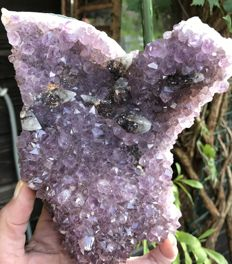Shapely Amethyst cluster with calcite points - 19.5 x 13 x 6.5 cm - 1050 g