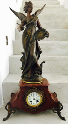Louis Moreau (1855-1919) - Large marble clock with regulus or Zamak 'Mutualité' sculpture - France. Late 19th