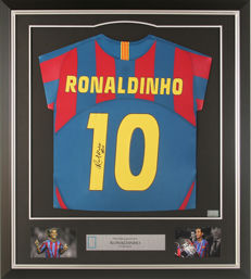 Ronaldinho signed Barcelona 2005-06 Home Shirt + official COA