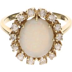 8 kt BLGG Yellow gold ring set with opal and zirconia - Ring size: 19 mm.