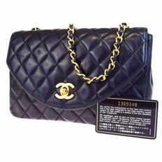 Chanel - Shoulder bag, matelasseé quilted bag with chain strap