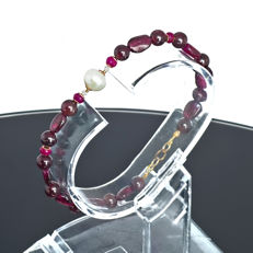 Bohemian garnet bracelet with Pearl, Rubies and Diamonds 0.15 carat total weight  – Length 19.5 cm, 18kt/750 yellow gold clasp
