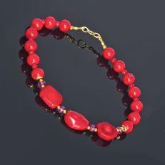 Coral bracelet with pink Sapphires – Length 20.5 cm, 18kt/750 yellow gold clasp