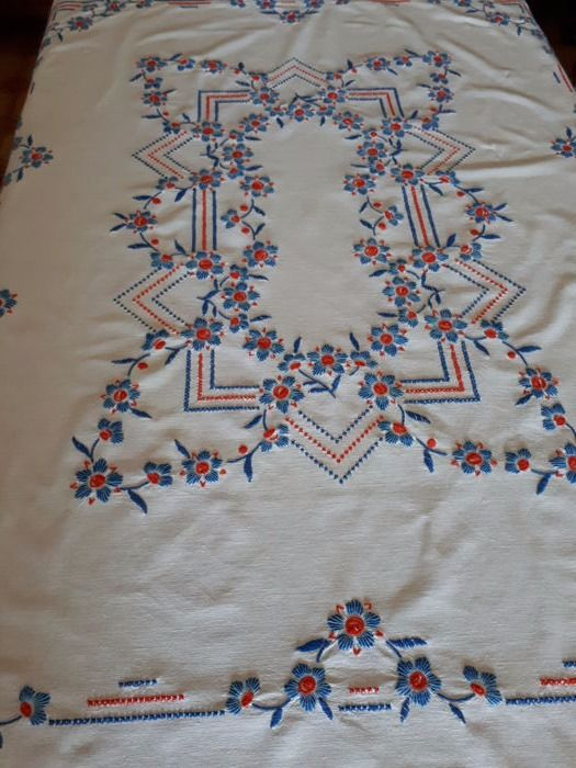 Hand embroidered tablecloth - Italy - 1970s. Free shipping