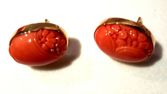2 earrings in orange/pink coral and 18 ct gold