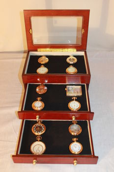 12 exclusive pocket watches of manual winding in gold with display showcase