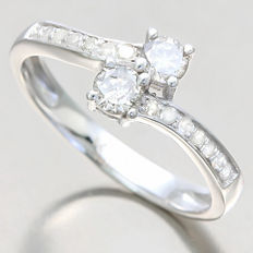 14K White Gold Diamond Ring with approx. 0.53 ct in total. Size 54 - No reserve price