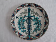 Porcelyne Fles - Polychrome commemorative plate, 1913