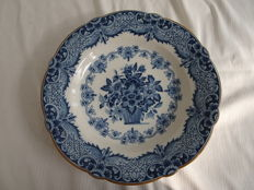 Tichelaar - large wall plate with floral decoration and scalloped edge.