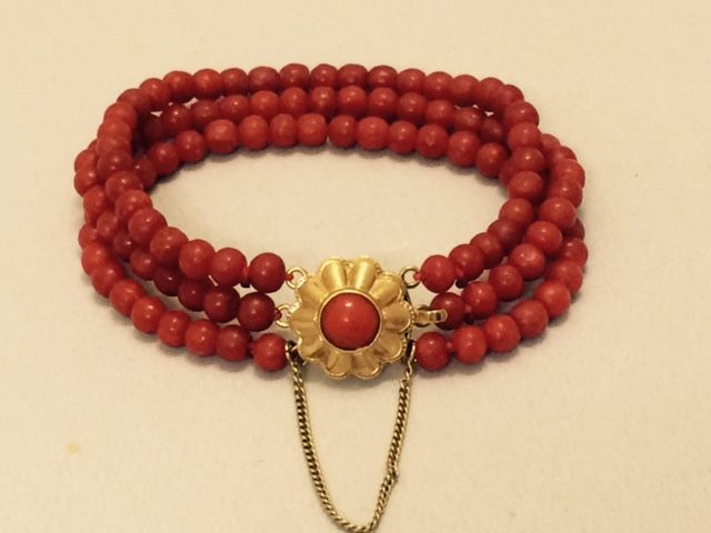 Antique precious coral bracelet with a gold clasp - 18 cm