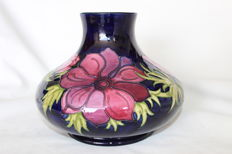 Moorcroft - Large earthenware vase