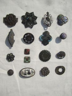 Medieval bronze brooches, badges and others (17)