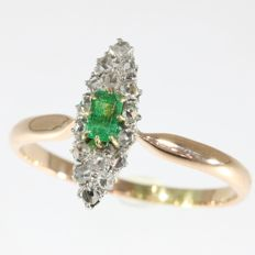 Antique ring, Victorian diamond engagement ring, marquise boat-shaped emerald - around 1850