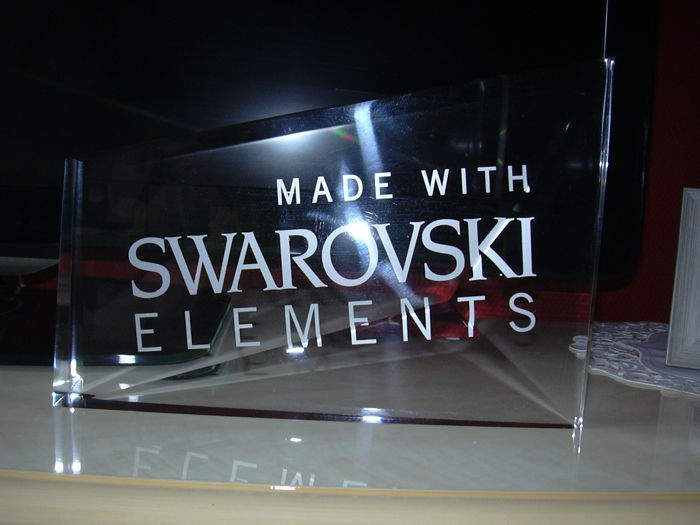 Swarovski - Acryle Grote Dealers plaquette  made with Swarovski elements