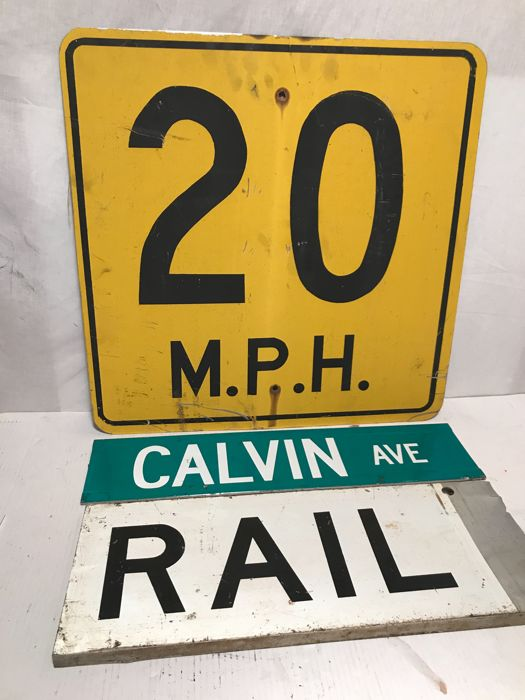 3 original street signs from the USA - 20 MPH / Calvin / Ave / Rail