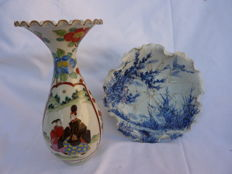 Cornet vase with corolla and naturalist cut - Japan - Early 20th
