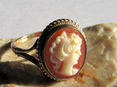 Gold ring with cameo No reserve price.