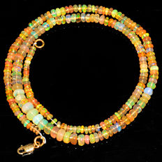 Ethiopian Fire Opal necklace with 18 kt (750/1000) gold, length 50cm.