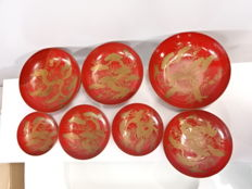 Set of 7 antique lacquerware (urushi) bowls, maki-e design of crane flying over pine trees - Japan - Mid 20th century