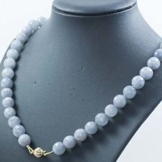 18 kt gold necklace with aquamarine and scalloped clasp - 58 cm