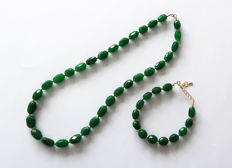 Faceted emerald necklace with matching adjustable bracelet - 420 ct - 14 kt gold clasp.