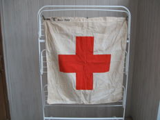 Large flag of the DRK - WW2
