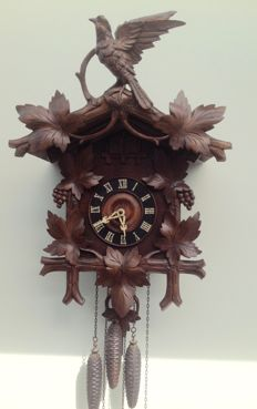 Rare cuckoo clock with quarterly strike with quail and cuckoo – period 1880