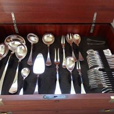 Een extensive sterling silver cutlery case, 8 person, 140-pieced, Model 'Schloss Gripsholm', Wilkens, Germany, 20th century