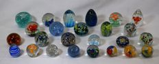 Murano - lot of 25 paperweight in glass