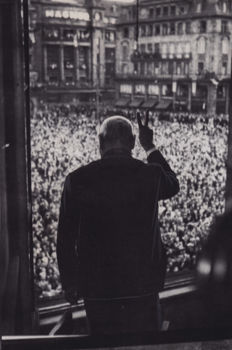 Unknown - Winston Churchill V sign - 1949