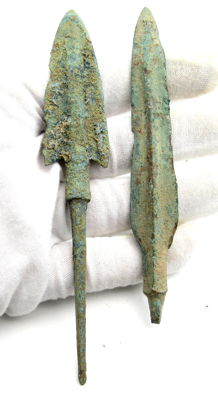 Pair of Bronze Age Arrowheads - 110-126 mm (2)