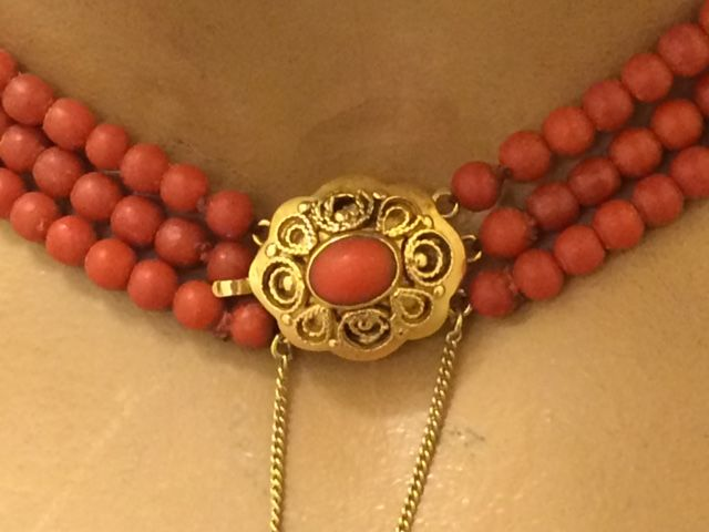 Antique precious coral necklace with a gold clasp - 37–40 cm