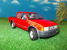 Minichamps - Scale 1/18 - Ford Ranger Super Cab 2000 - Red