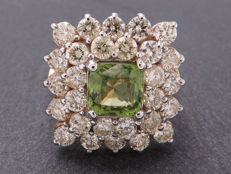 Certified gold cocktail ring with peridot & diamonds. 4.68 ct **No reserve price**