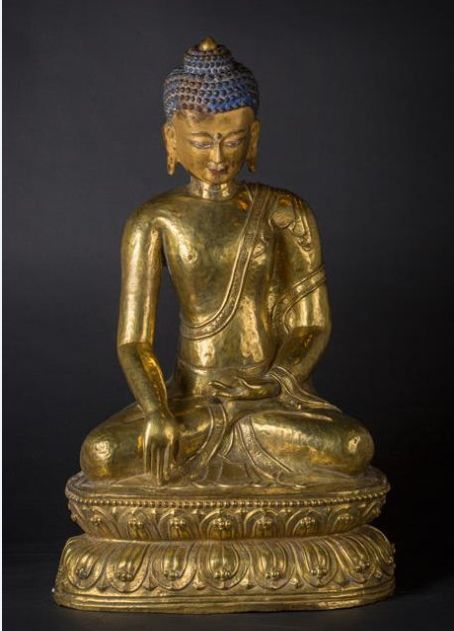 Large golden copper sculpture, depicting Buddha Sakyamuni (approx. 74 cm) – Nepal / Tibet – 18th century
