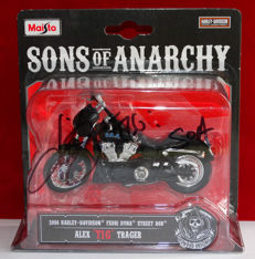 Sons of Anarchy - Kim Coates originally hand signed scale SOA Harley Davidson bike + Certificate of Authenticity and Photo proof