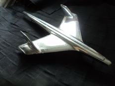 1 hood ornament, American - likely from the 1950s/Chevrolet