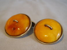 Cufflinks with large natural butterscoth ambers totalling 10 ct, handmade circa 1925-30
