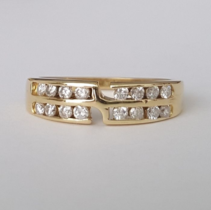 18 kt Gold ring with 16 diamonds, 0.40 ct. Size: 16.5 mm 12/52 (EU)