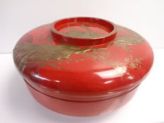 Antique lacquerware (urushi) snack dish, maki-e design of plum blossoms and the moon - Japan - Mid 20th century