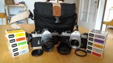 Lot consisting of 2x Asahi Pentax Spotmatic SP and accessories