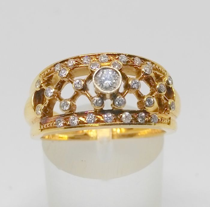 cocktail ring in 18 kt yellow gold - diamonds