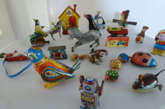 China / Korea / West Germany - Several dimensions - Lot with 16 pieces of tin toys, 1970s/80s