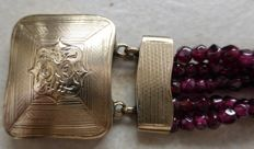 Ladies' bracelet with garnets