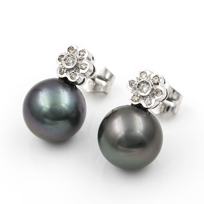 750/1000 (18 kt) white gold - Earrings with diamonds of 0.30 ct - Tahitian pearls, 11.20 mm - Earring height: 18.70 mm