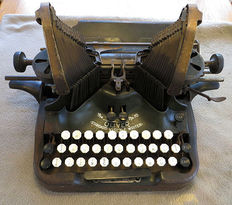 Oliver Standard Visible nº 10 typewriter, USA, manufactured between 1915-1928.
