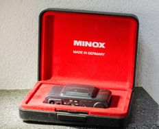 Minox 35 GT-E with table tripod